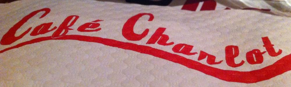 Avis aux amateurs ! La plus mauvaise salade César du monde est au Café Charlot à Paris. Courrez-y, c'est effrayant !  (1/3)